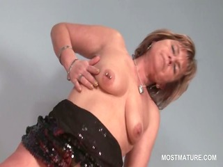 Blonde slutty mature pleasuring her hungry pussy
