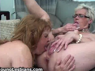 Horny mature wife squirts all over her part5