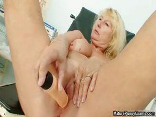 Horny mature mom gets an orgasm from part2