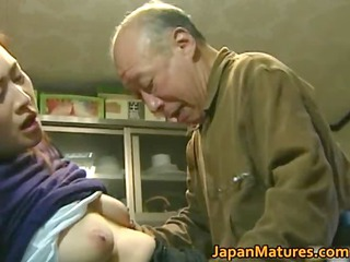 Japanese MILF enjoys hot sex