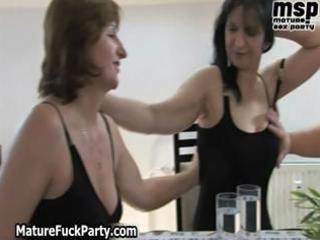 Horny mature and fat whores suck, lick part4