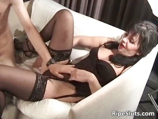 Mature hairy slut got wildly banged