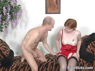 Mature slut in stockings sucks fat boner