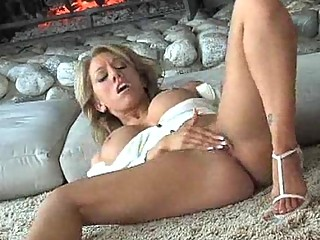 Shaved milf pussy slowly fingered until it feels
