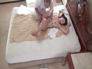 Japanese wife Reiko gets a nice oiled up massage