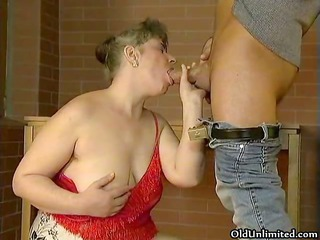 Fat old mature wife loves sucking big