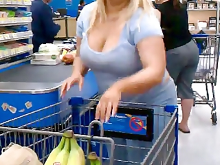White Thick Milf With Cleavage Voyeur - Derty24