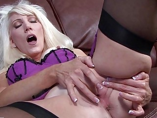 Classy MILF bitch fingers her cunt in expensive