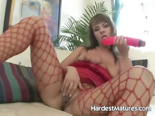 Divorced Hollie in teasing fingring solo