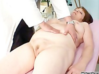 Fat old mature mom gets her pink